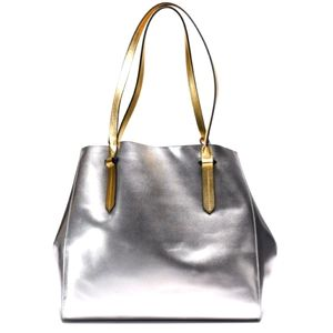 Kendall and Kylie genuine leather Izzy tote in EUC